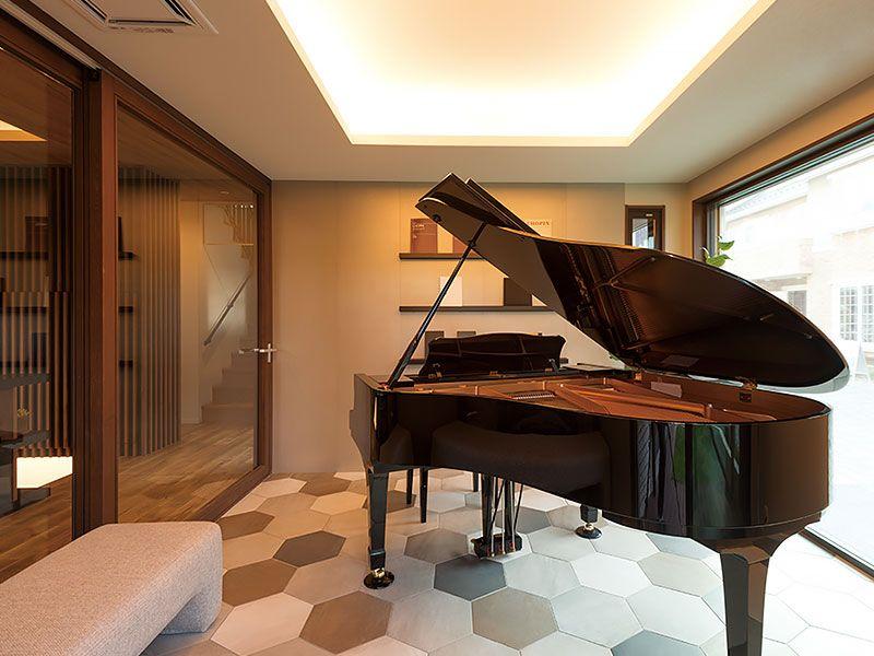 โปรเด็ด ย้ายเปียโน + จูนเสียง แค่ 3000 บาทเท่านั้น โทรเลย 083101 5645  ย้ายเปียโนราคาถูก เริ่มต้นที่ 2000 บาท โทรเลย 083010 5645