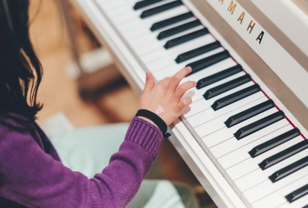 เหมา ๆ ราคาเดียว 2000 ย้ายเปียโน ไม่บวกค่าระยะทาง ในกรุงเทพ  ย้ายเปียโนราคาถูก เริ่มต้นที่ 2000 บาท โทรเลย 083010 5645
